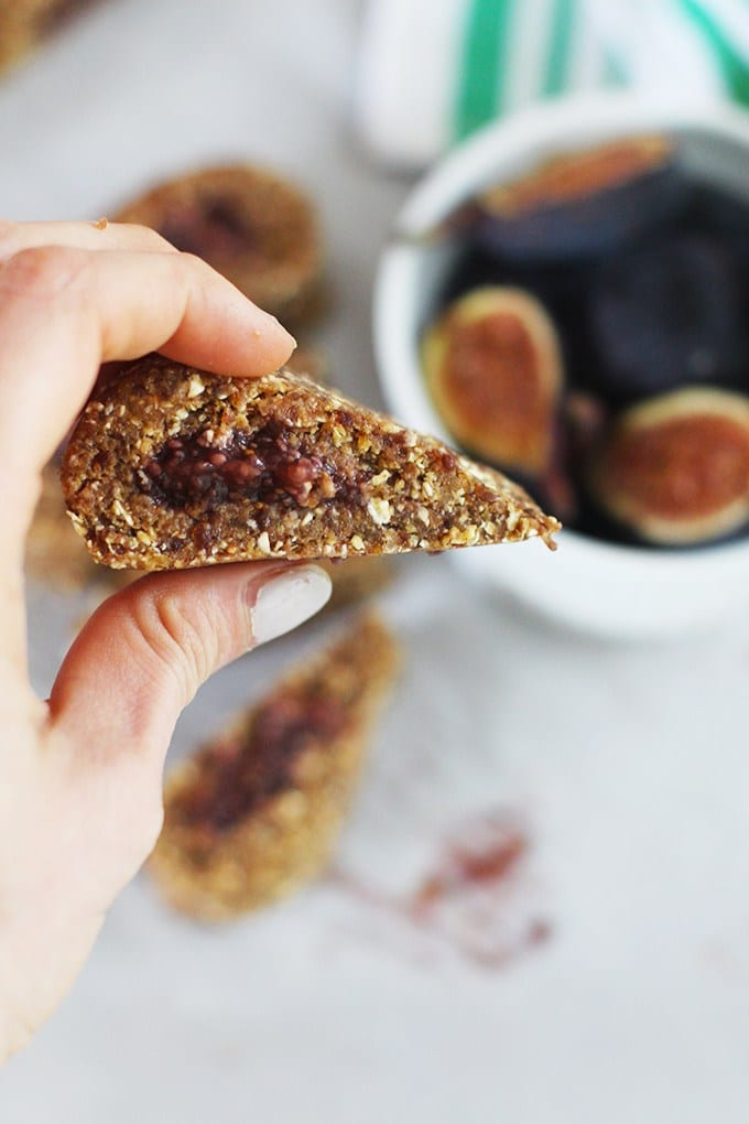 Homemade Raw Fig Newton Bars | Get the recipe for this super simple and delicious twist on a classic - fig newton bars! These homemade versions are great to have on hand for snacks on-the-go!