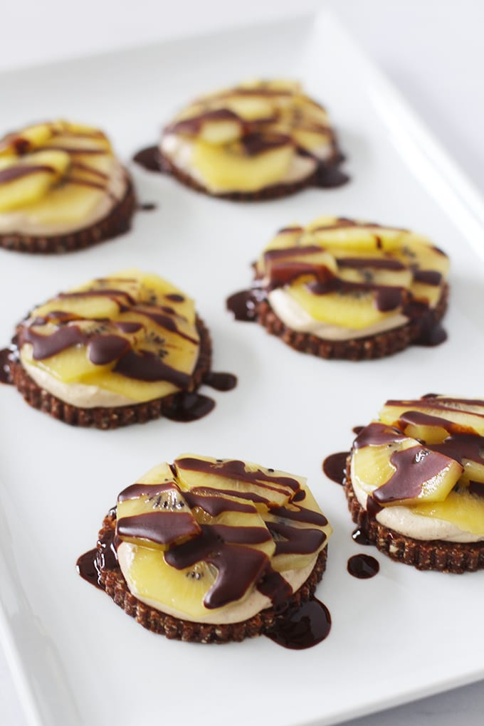 Raw Chocolate Kiwi Fruit Individual Tarts (vegan and gluten-free) | fitlivingeats.com