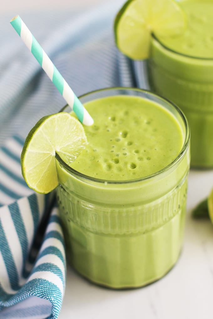 A roundup of 25 healthy and delicious Green Smoothies to boost your energy!   fitlivingeats.com